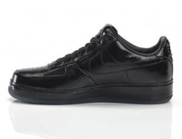 Jay-Z for Nike Air Force 1 - All Black Everything collection - (...)